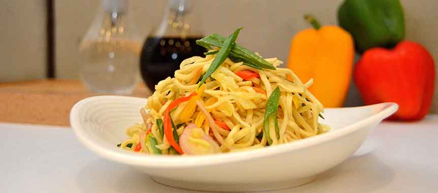 Malaysian chicken noodles picture