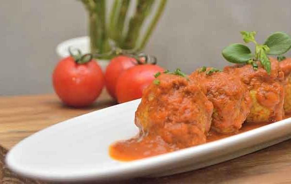 كرات اللحم بالصلصة الحمراء بالصور