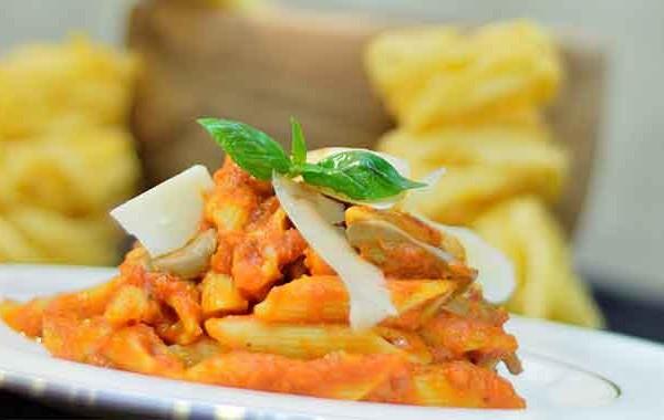 الباستا بالطماطم والفطر بالصور
