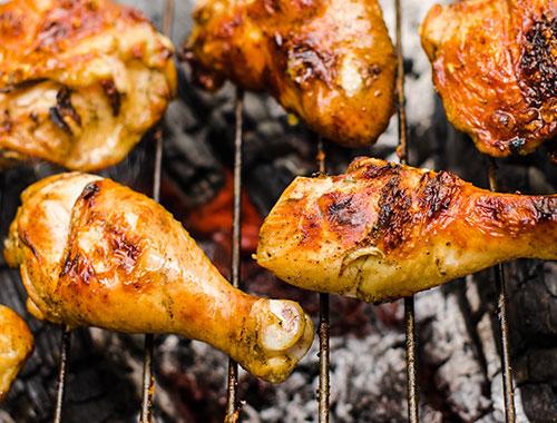 افخاذ دجاج مشوية على الفحم