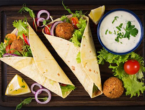 5 طرق مبتكرة ولذيذة لإضافة الفلافل إلى وجباتكم